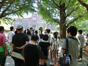 東京スタディツアー写真(東京大学安田講堂)